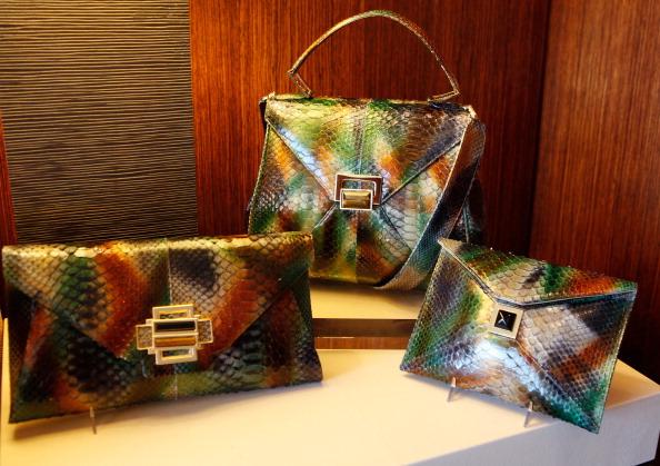 Модные сумки от Kara Ross на Mercedes-Benz Fashion Week осень 2012. Фото: Amy Sussman/Getty Images