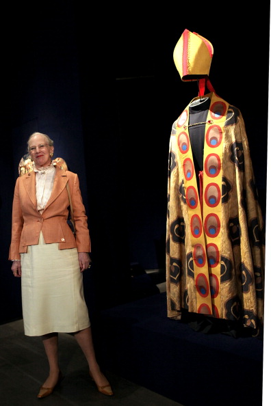 Королева Маргрете II присутствовала на открытии выставки «Дикие лебеди  в музее Romano of Palazzo 13 апреля 2012 года в Риме, Италия. Фоторепортаж. Фото: Franco Origlia/Getty Images