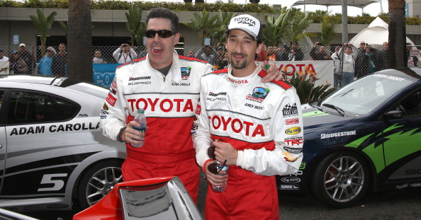 Комик Адам Каролла и актёр Эдриан Броуди на 36-й Toyota Pro Celebrity Race. Фоторепортаж. Фото: Фредерик М. Браун / Getty Images