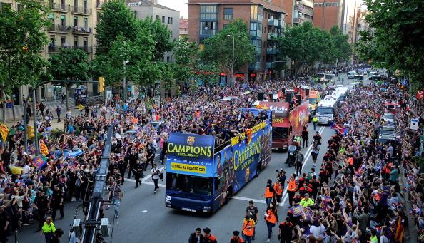«Барселона» празднует победу в испанской Лиге чемпионов.  Фоторепортаж со стадиона Camp Nou. Фото:  David Ramos/Getty Images