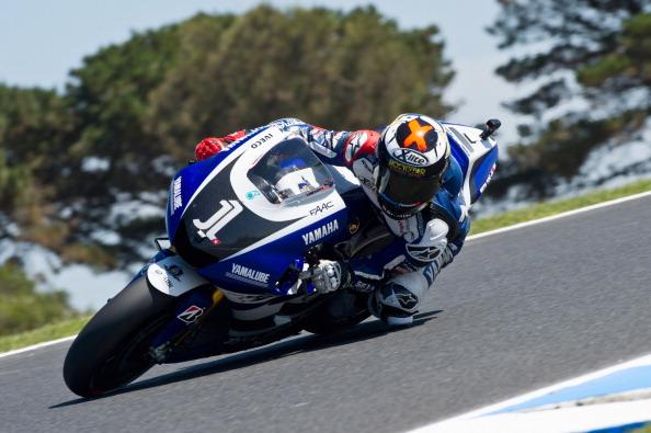На MotoGP Австралии на треке Филлип-Айленд (Phillip Island) лидируют Кейси Стоунер (Casey Stoner),  Хорхе Лоренсо (Jorge Lorenzo) и Марко Симонцелли (Marco Simoncelli). Фото: Mirco Lazzari gp/Getty Images