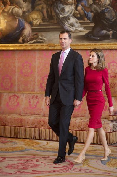 Принц и принцесса Испании Фелипе и Летиция на приёме в  королевском дворце в честь вручения премии Сервантеса. Фоторепортаж. Фото: Carlos Alvarez/Getty Images