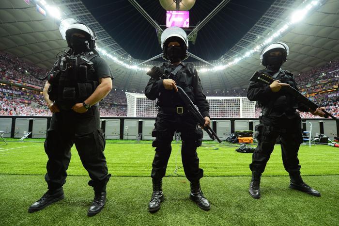 Матч второго тура Евро-2012 между сборными России и Польши состоялся в Варшаве 12 июня 2012. Фото: Shaun Botterill/Getty Images)