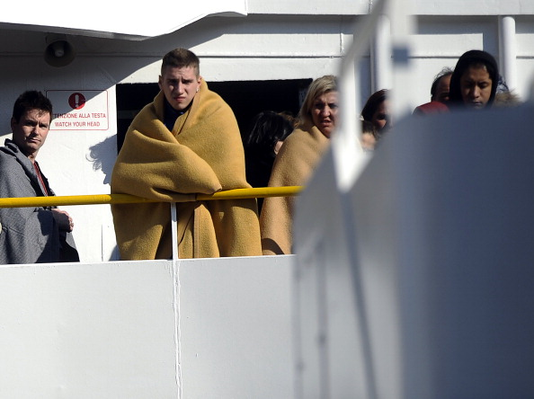 Лайнер «Коста Конкордия»  с 4000 пассажиров сел на мель: восемь человек погибли. Фоторепортаж. Фото: STRINGER/AFP/Getty Images