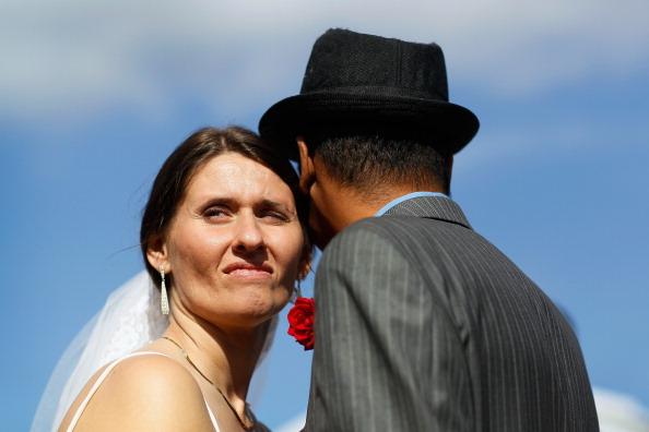 В День святого Валентина во Флориде свадьбу вместе сыграли 30 пар. Фоторепортаж. Фото: Joe Raedle/Getty Images
