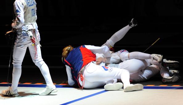 Женская сборная России выиграла золото в соревнованиях на рапирах.  Фоторепортаж с ЧМ по фехтованию в Катании. Фото: GIUSEPPE CACACE /MARCELLO PATERNOSTRO/AFP/Getty Images
