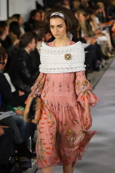 Платья, накидки, пиджаки и брюки  из коллекции Oscar de la Renta осень 2012 на Mercedes-Benz Fashion Week в Нью-Йорке. Фоторепортаж. Фото: Neilson Barnard/Getty Images