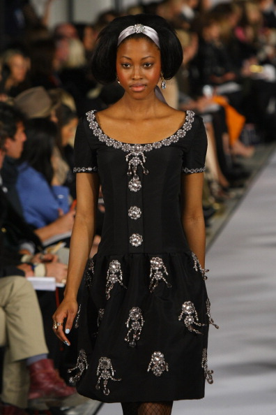 Платья  из коллекции Oscar de la Renta осень 2012 на Mercedes-Benz Fashion Week в Нью-Йорке. Фоторепортаж. Фото: Neilson Barnard/Getty Images