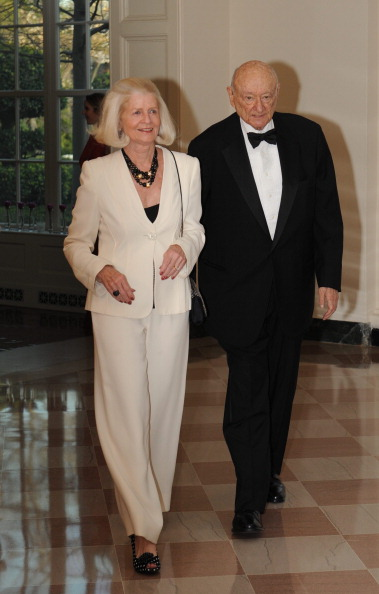 Гости на приеме в Белом доме. Ed Koch Diane Mulcahy. Фоторепортаж. Фото: Brendan Hoffman, MANDEL NGAN/AFP/Getty Images