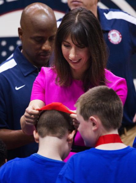 Мишель Обама  и Саманта Кэмерон  посетили детское  спортивное мероприятие  в Вашингтоне. Фоторепортаж. Фото: Chip Somodevilla, MANDEL NGAN/AFP/Getty Images