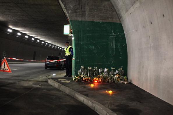 Родственники погибших в автокатастрофе  22 школьников и 6 взрослых прибыли на место ЧП. Фоторепортаж. Фото: Jeff J Mitchell/Getty Images