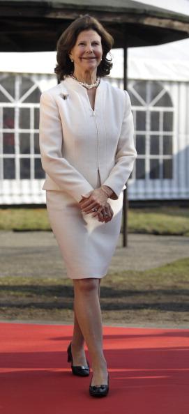 Королева Швеции Сильвия открыла в Германии центр лечения болезни Альцгеймера и дименции. Фоторепортаж. Фото: Sascha Schuermann/dapd - Pool/Getty Images