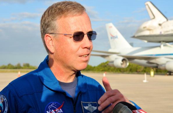 Астронавт Стивен Линдси (Steven Lindsey) -  командир экипажа космической экспедиции STS-133 в космическом центре имени Кеннеди в Кейп Канаверал, штат Флорида. Шаттл Discovery вышел на пенсию. Фоторепортаж. Фото: Roberto Gonzalez/Getty Images