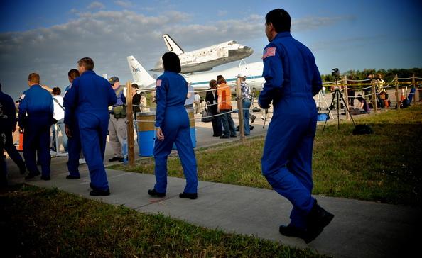 Шаттл Discovery вышел на пенсию. Фоторепортаж. Фото: Roberto Gonzalez/Getty Images
