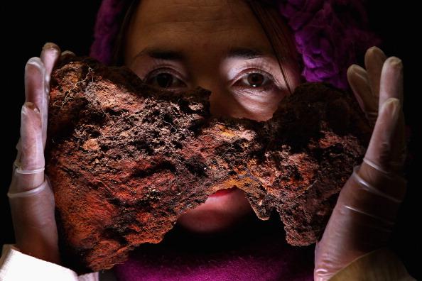 Фотографии артефактов из захоронения викингов,  обнаруженные в Шотландии. Фото: Jeff J Mitchell/Getty Images
