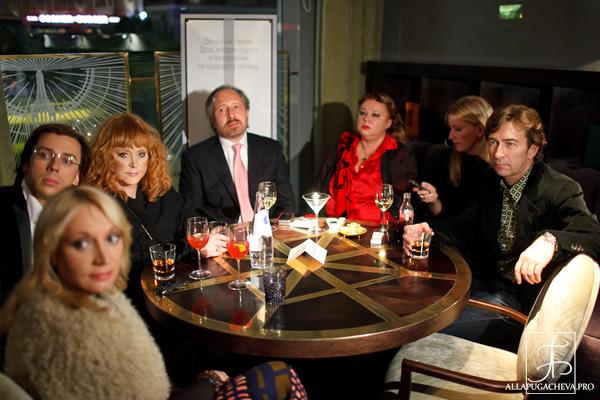 Алла Пугачева и Максим Галкин посетили открытие ресторана Юлии Высоцкой. Фото с сайта  allapugacheva.pro