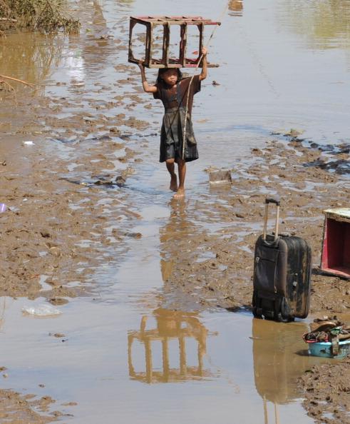 Фоторепортаж о наводнении после тропического шторма Washi на Филиппинах. Фото: CHERRYL VERGEIRE/AFP/Getty Images