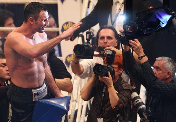 Виталий Кличко победил  Дерека Чисору. Фоторепортаж  с матча. Фото: Alexander Hassenstein/Bongarts/Getty Images