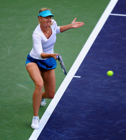 Мария Шарапова проиграла Виктории Азаренко финал  Paribas Open. Фоторепортаж из Индиан-Уэллса. Фото: ROBYN BECK/AFP/Getty Images