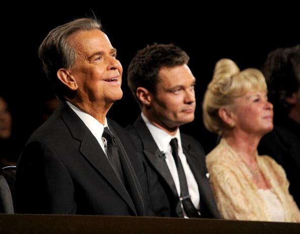 Дик Кларк (Dick Clark), его жена Кари Кларк (Kari Clark) и Ryan Seacrest 27 июня 2010 года на 37-й American Music Award. Фоторепортаж. Фото:  Kevin Winter/Getty Images for ATI