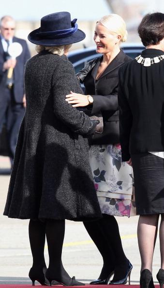 В аэропорту Осло Камиллу, герцогиню Корнуэльскую, и  принца Чарльза встречали принцесса Метте-Марит и наследный принц Норвегии Хокон. Фоторепортаж. Фото: Chris Jackson/Getty Images