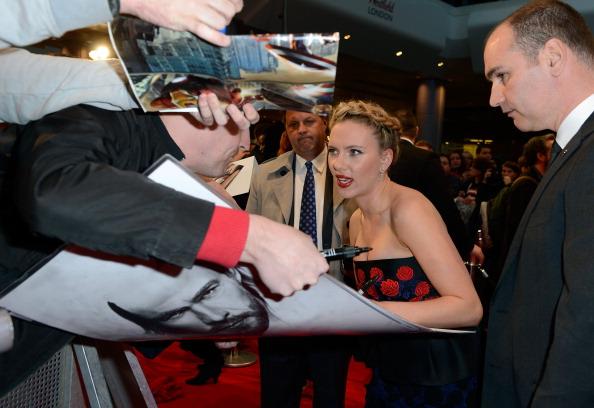 Скарлетт Йоханссон на  Европейской премьере фильма «Мстители» в Лондоне. Фоторепортаж. Фото: Gareth Cattermole/Getty Images