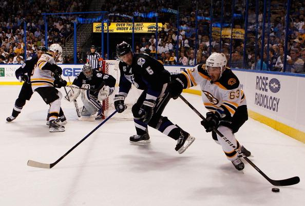 «Бостон» выиграл у «Тампа-Бэй» третий  матч серии плей-офф со счетом  2:0. Фоторепортаж с матча. Фото: Eliot J. Schechter/Scott Audette/Justin K. Aller/Getty Images