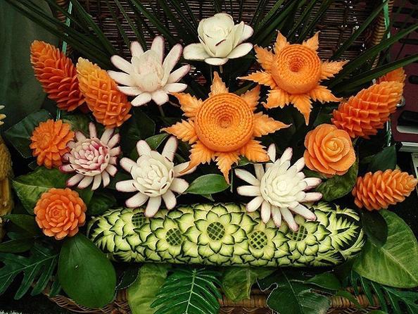 Вырезание из  овощей и фруктов – карвинг. Фото с сайта  kulturologia.ru