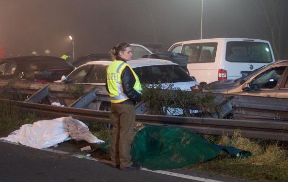 Автокатастрофа с участием 52 автомобилей в Германии унесла жизни трех человек.  Фото: ROLF VENNENBERND/AFP/Getty Images
