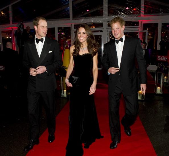 Принц Уильям, леди  Кэтрин и принц Гарри на церемонии награждения в Имперском военном музее. Фото: Arthur Edwards - WPA Pool/Getty Images