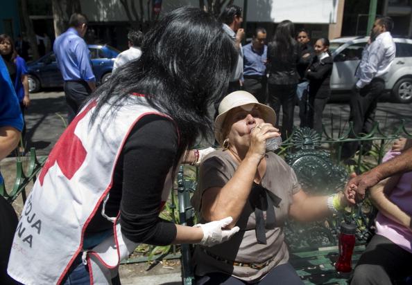 Землетрясение 7,6 баллов произошло в Мексике возле курорта Акапулько. Фоторепортаж из Мехико. Фото: Ronaldo Schemidt/AFP/Getty Images