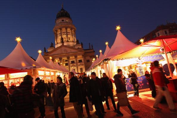 Рождественская ярмарка  открылась в Берлине. Фото: Sean Gallup/Getty Images