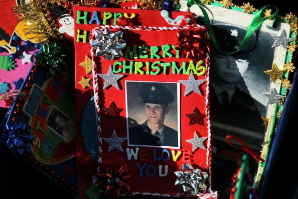 Рождественские елки и украшения на Мемориале ветеранов Вьетнама в Вашингтоне. Фото: Alex Wong/Getty Images