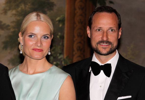 Наследные  принцесса и принц Норвегии Метте-Марит и Хокон на банкете в Норвежском королевском дворце. Фоторепортаж. Фото: Chris Jackson/Getty Images
