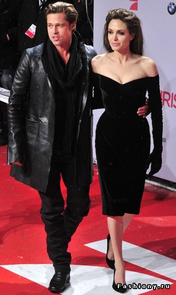 Анджелина Джоли выбирает Versace. Фото с сайта fashiony.ru