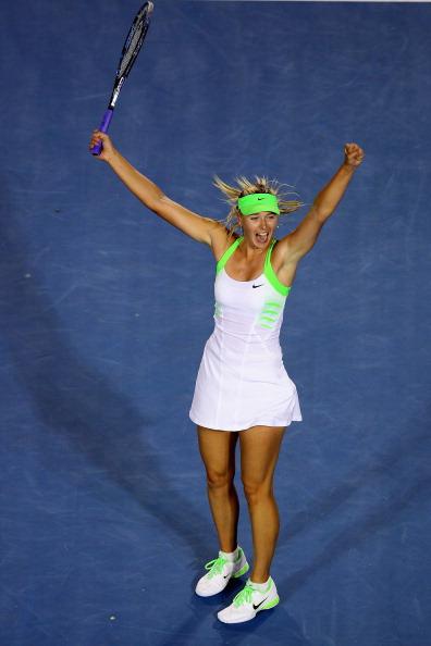 Мария Шарапова  выиграла у Сабины Лисицки и вышла в четвертьфинал.  Фоторепортаж с Australian Open 2012. Фото: Mark Kolbe, Quinn Rooney/Getty Images