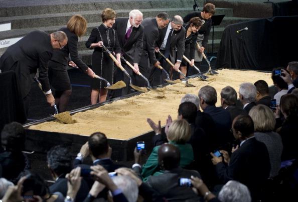 Барак и  Мишель Обама посетили мероприятие, посвященное началу строительства музея афроамериканской истории и культуры. Фоторепортаж. Фото: Alex Wong/Getty Images