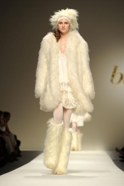 Женская одежда с элементами крашеного меха  из коллекции  от Bluegirl на показе моды в Милане. Фоторепортаж. Фото: Tullio M. Puglia/Getty Images