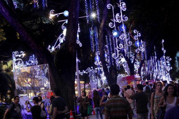 Рождественские огни на Orchard Road  в Сингапуре. Фоторепортаж. Фото: Chris McGrath/Getty Images