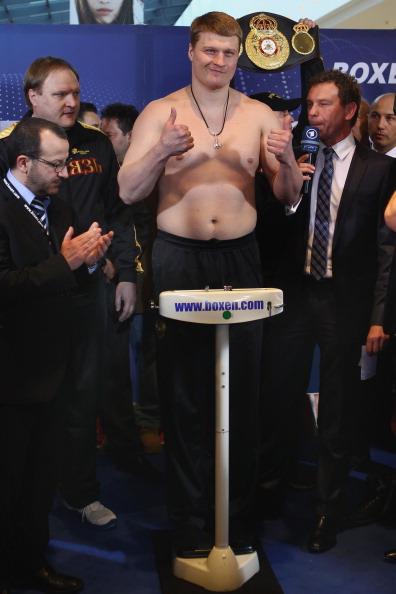 Александр Поветкин и Марко Хук провели процедуру взвешивания. Фоторепортаж  из Штутгарта. Фото: Alex Grimm/Bongarts/Getty Images