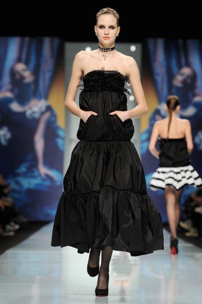 Коктейльные  платья из коллекции Roccobarocco осень-зима 2012/2013 на показе моды в Милане. Фоторепортаж. Фото: Tullio M. Puglia/Getty Images
