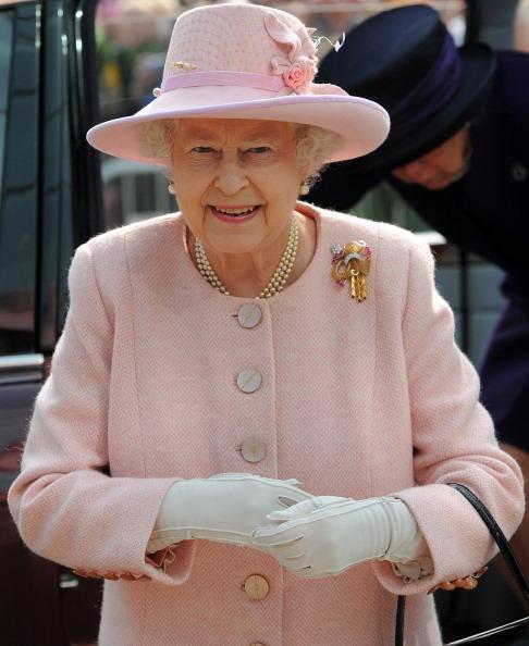 Королева Елизавета II и принц Филипп посетили Манчестер. Фоторепортаж.  Фото:  Leon Neal-WPA Pool/Getty Images