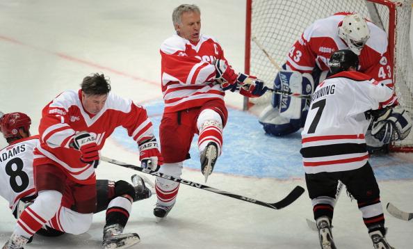 Фоторепортаж о матче звезд хоккея Россия – НХЛ суперсерии 1972 года. Фото: ALEXANDER NEMENOV/AFP/Getty Images