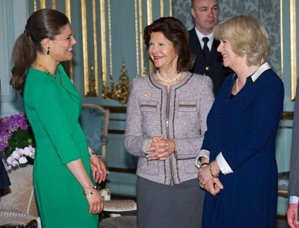 Камилла и принц Чарльз встретились с королевской семьей Швеции. Фоторепортаж. Наследная принцесса Швеции Виктория, королева Сильвия и Камилла. Фото: Chris Jackson/Getty Images