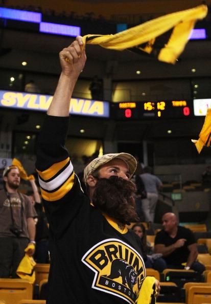 «Бостон Брюинз» празднует  выход в финал кубка Стэнли. Фоторепортаж с арены TD Garden в Бостоне.  Фото:  Elsa / Jim Rogash / Getty Images