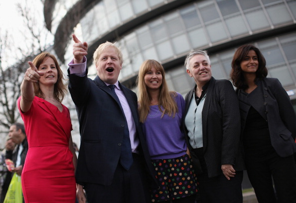 Гигантские Олимпийские кольца путешествуют по Темзе в Лондоне. Фоторепортаж.  Фото: Peter Macdiarmid/Getty Images