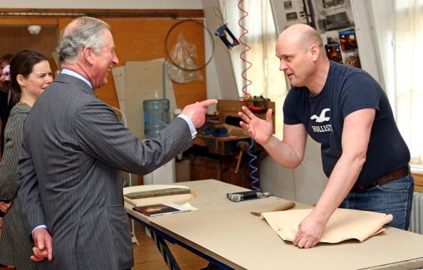 Принц Чарльз в мебельном салоне в Копенгагене посмотрел мебель и пообщался с работниками. Фоторепортаж. Фото: Chris Jackson - Pool/Getty Images