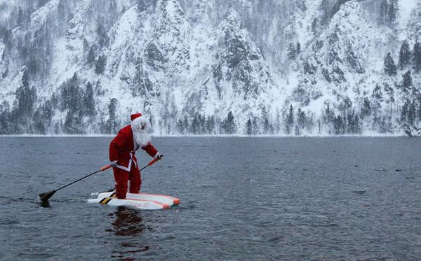 Дед Мороз и Санта Клаус -  сказочные герои Рождества и Нового Года. Фотогалерея. Фото с сайта fresher.ru