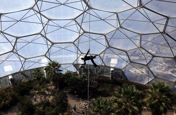 Цирк  в биоме Eden. Фоторепортаж. Фото: Matt Cardy/Getty Images