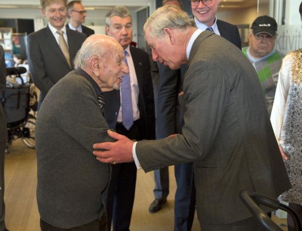 принц Уэльский с наследным принцем Дании Фредериком  посетили  дом престарелых. Фоторепортаж. Фото: Chris Jackson / Getty Images